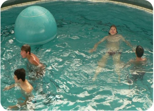 Hry v bazénu s nedostupným dnem