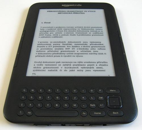 Elektronická čtečka Amazon Kindle 3 využívající technologie elektronického papíru