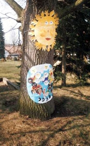 Posvátný dub v zahradě mateřské školy, který se pro nás stal obřadním místem.