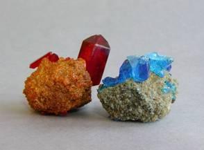 Červená krevní sůl a modrá skalice po volné krystalizaci