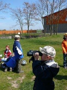 Pozorování okolí dalekohledem u obce Maníkovice