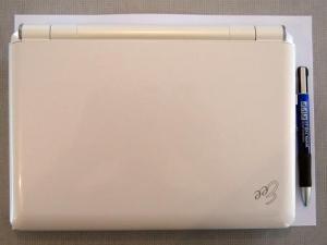 rozměry počítače v porovnání s listem papíru A4