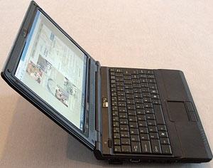 Maximální rozevření notebooku může být někdy omezující