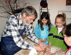 Pečení tradičního perníku v hornickém domku