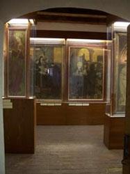 Pohled do výstavy středověkých oltářních obrazů