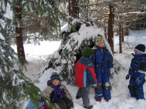 Hledáme stopy ve sněhu.