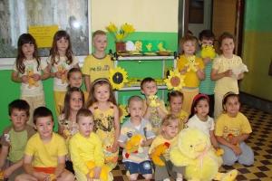 Letní  žluté putování s kuřátkem