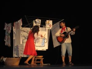 Pohádka formou divadelního představení měla pro děti vhodný obsahový i kulturní význam.