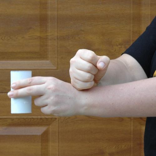 Poklepávání na ruku shora - první fáze